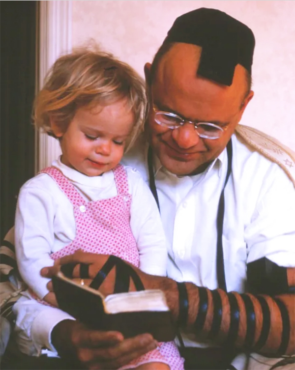 Маленькая Дани с отцом. 1960-е годы