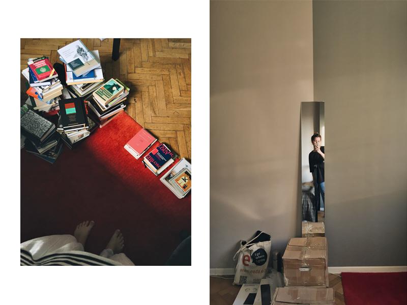 Сортировка книг: кучку справа — взяла с собой, кучке слева — предстоит отправка в Израиль. Последнее селфи в московской квартире. Фото из личного архива